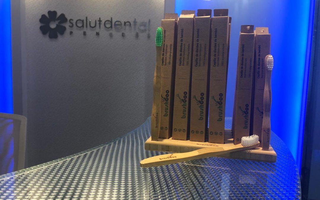 Raspalls de dents de bambú a Salut Dental Penedès