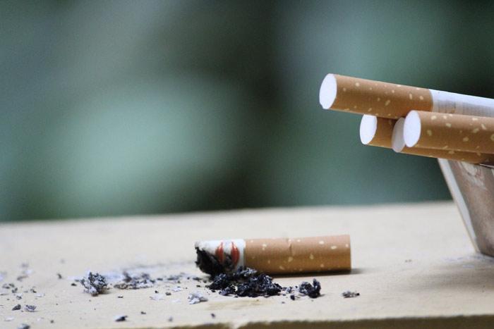 Evitar el tabac per lluir unes dents blanques